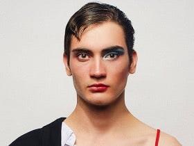 Foto: giovane rappresentante ideologia gender