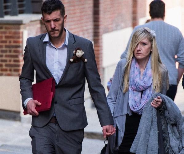 foto: I genitori di Charlie Gard fuori dalle Corti Reali di Giustizia durante la loro lotta legale (Getty)