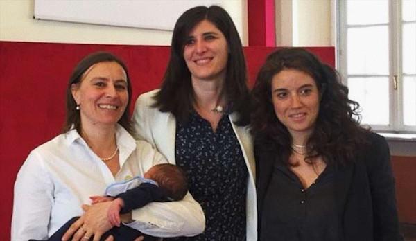 Foto: sindaco Appendino con due donne