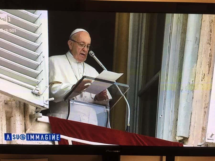 Foto: Papa francesco all'Angelus del 15 aprile 2018