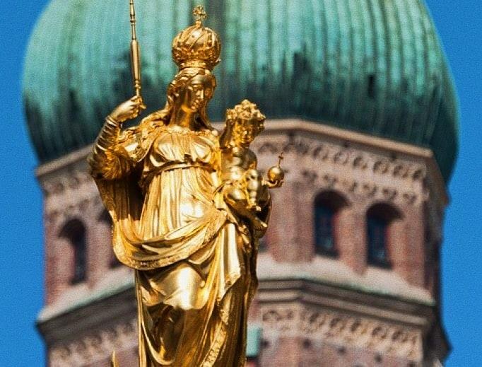 Foto: in lontananza campanile cattedrale Monaco di Baviera (Germania)