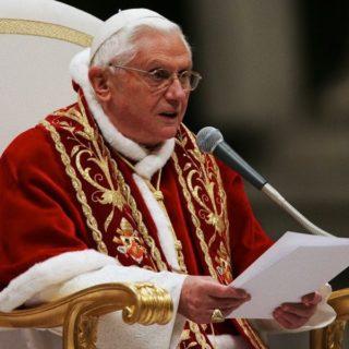 ALFIE, BENEDETTO XVI: SERVIRE IL DIRITTO E COMBATTERE IL DOMINIO DELL'INGIUSTIZIA