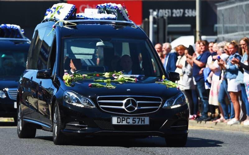 Foto: carro funebre don Alfie Evans