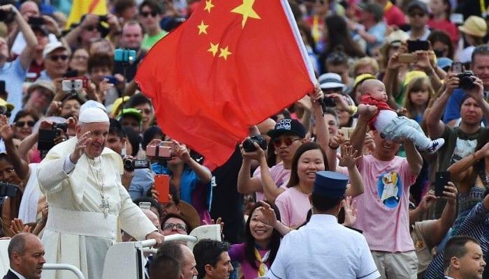 Foto: Papa Francesco tra fedeli cinesi