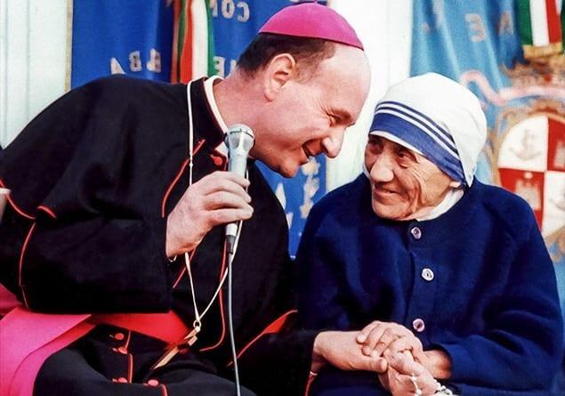 Foto: card. Angelo Comastri con Santa Teresa di Calcutta