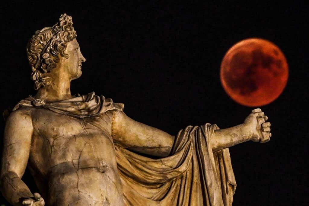 La statua di Apollo ad Atene (Lapresse)
