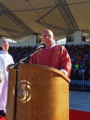 Il diacono Ray Dever annuncia il Vangelo nella Messa di chiusura del Congresso pastorale