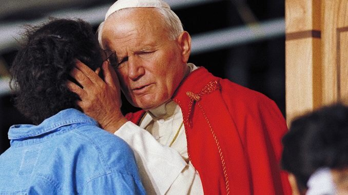 Foto: papa Giovanni Paolo II nel 1993 alla GMG. (CNS photo/Joe Rimkus Jr.) ripreso da The World Catholic Report