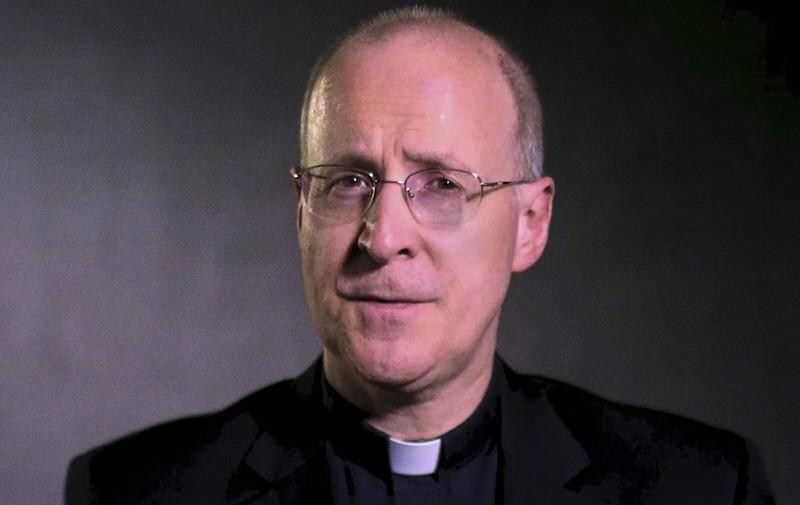 """Martin confonde le menti con il suo ambiguo concetto di """"prete gay"""""""
