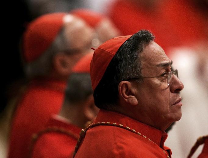 Il cardinale Oscar Rodríguez Maradiaga nella Basilica di San Pietro nel 2011. (AP foto/Riccardo De Luca)