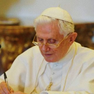 Lettere private di Benedetto XVI, il parere di Phil Lawler