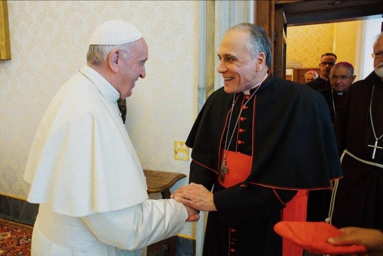 Foto: Papa Francesco e card. Daniel DiNardo (foto CNS)