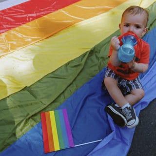 Un gruppo dei pediatri sollecita l'accettazione del genere sessuale preferito dai bambini
