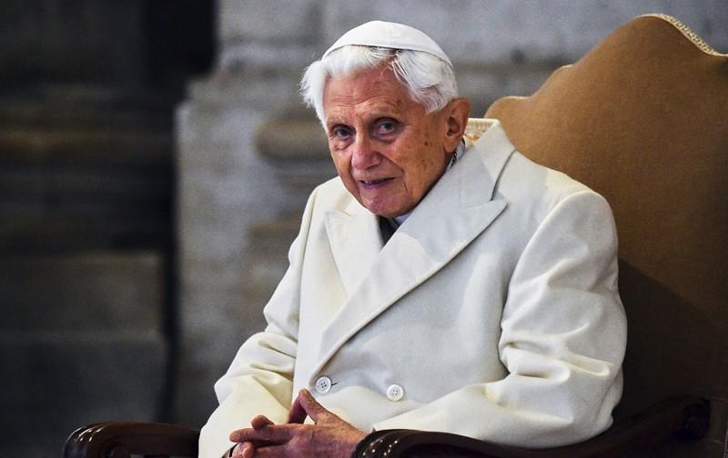 Papa Emerito Benedetto XVI nella Basilica di San Pietro l'8 dicembre 2015. Vincenzo Pinto/AFP/Getty Images