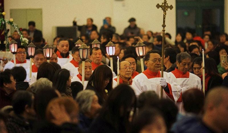 Messa della vigilia di Natale in una chiesa cattolica a Shanghai, Cina, 24 dicembre 2017. (Aly Song/Reuters)