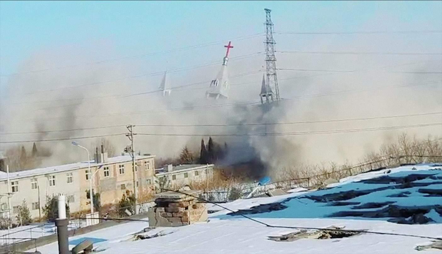 Cina: una chiesa viene abbattuta