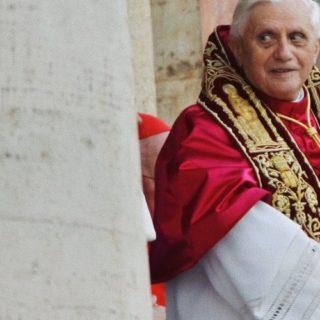 Cosa ci dicono le lettere private trafugate di Benedetto XVI?