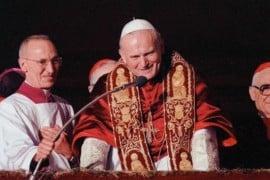 """Giovanni Paolo II: Cosa salverei se distruggessero la Bibbia? """"La verità vi farà liberi"""""""