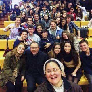 """""""La fatica (della Chiesa) a trasmettere la bellezza della visione cristiana della corporeità e della sessualità"""" ai giovani"""