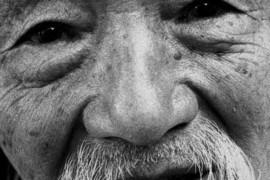 Il governo cinese non ha pietà per i cristiani anziani. Ecco come li picchia e maltratta per la loro fede.