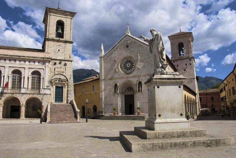 Foto: basilica di San Benedetto a Norcia prima del terremoto del 30.10.2016