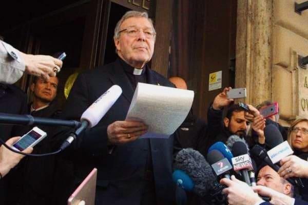 Il cardinale George Pell, prefetto della Segreteria dell'Economia, fuori dall'Hotel Quirinale di Roma, 3 marzo 2016. Credit: Alexey Gotovskiy/CNA.