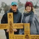 Portando una croce addosso, percorre 4.500 km a piedi per partecipare alla Marcia per la vita
