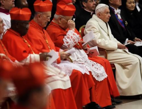 """""""Ha rinunciato a tutte le responsabilità che definiscono il papato, e quindi ha rinunciato al papato"""". """"Non c'è dubbio che Francesco è il Papa legittimo"""""""