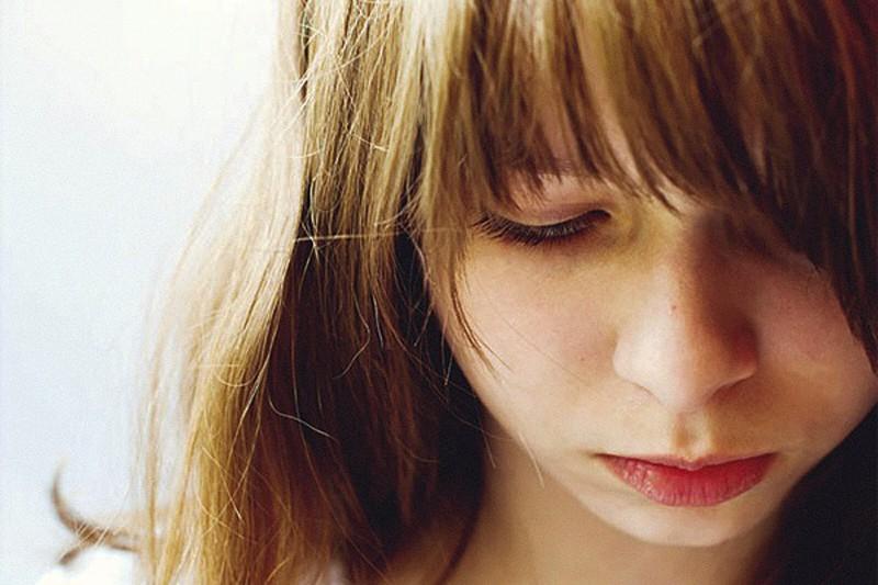ragazza triste