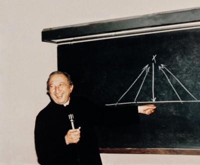 Don Giussani la differenza tra il Cristianesimo e le altre religioni