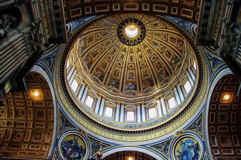 Interno della cupola della basilica di San Pietro a Roma