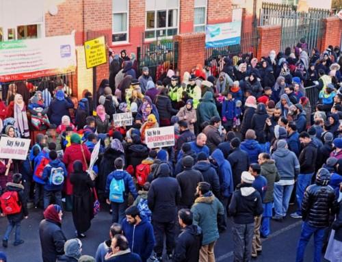 Le Famiglie islamiche non riescono a svegliare i Cristiani dal loro torpore e bloccano da sole l'indottrinamento LGBT nelle scuole di Birmingham
