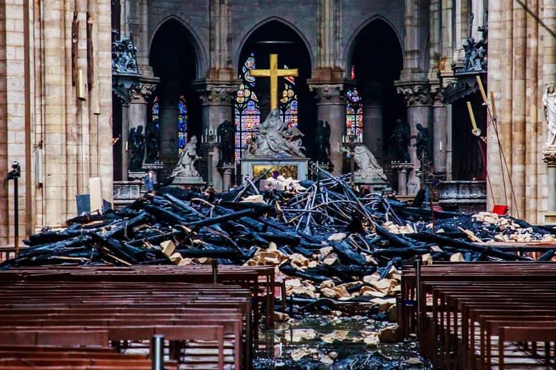 Notre Dame de Paris - interno dopo l'incendio
