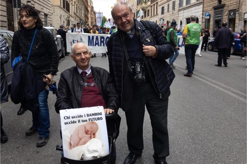 Marcia per la vita 2019, Roma, Luigi Farina con don Gabriele Mangiarotti (responsabile di CulturaCattolica.it)