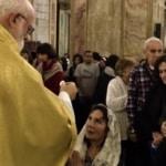Vescovo cileno nega la comunione ai fedeli che si inginocchiano.