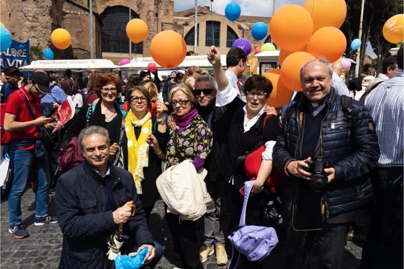 Marcia per la vita 2019, Roma, Sabino Paciolla con i suoi amici tra cui la dott.ssa Ester Corona, la dott.ssa Giuliana Ruggieri e don Gabriele Mangiarotti