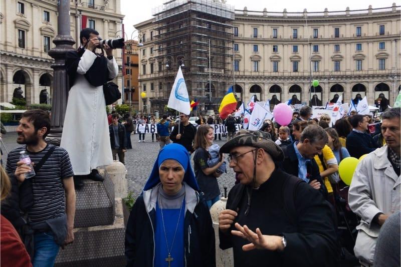 """Marcia per la vita 2019, Roma, un monaco domenicano """"fotoreporter"""""""
