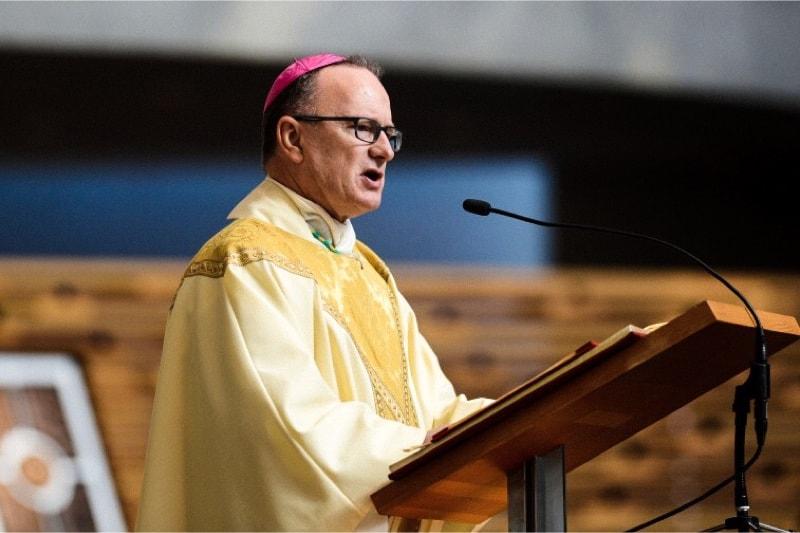 Il vescovo Michael Barber, S.J., della diocesi di Oakland, California