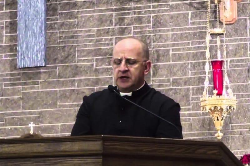 Padre Chad Ripperger, esperto di problematiche spirituali ed esorcismo