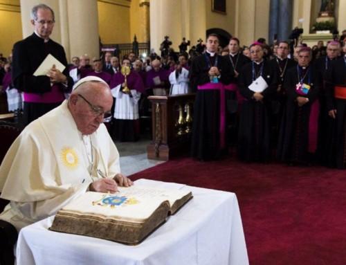 """Papa Francesco firma la Lettera Apostolica in forma di «Motu proprio» """"Vos estis lux mundi"""" (7 maggio 2019)"""