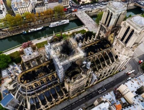 Il Senato francese ha deliberato che Notre Dame sarà ricostruita così come era prima dell'incendio