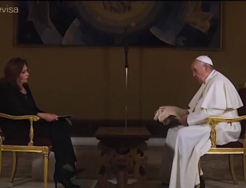 """Il mistero della parte tagliata dell'intervista in cui il Papa sostiene le leggi sulle unioni civili per omosessuali, poi apparsa nel docufilm """"Francesco""""."""