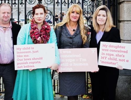 Gli studi dimostrano che gran parte delle donne rimaste incinte dopo uno stupro scelgono la vita, senza rimpianti.