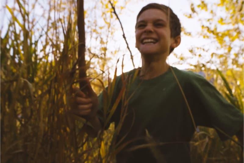 Ragazzo adolescente che corre