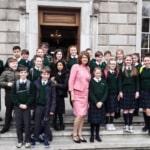 Scuola cattolica elementare consentirà ai maschietti di vestire con la gonna se si sentono femminucce