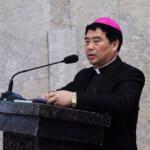 Cina, Mons. Guo sfrattato dalla curia: dormirà per strada. Senzatetto anche diversi sacerdoti e anziani (Video)