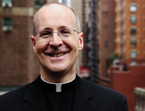 """Padre James Martin: """"Papa Francesco ha amici LGBT. E ha nominato molti cardinali, arcivescovi e vescovi che sostengono il mondo LGBT"""""""