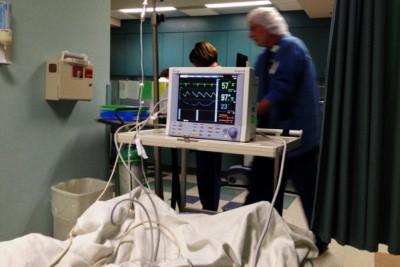 Stanza di ospedale, malato