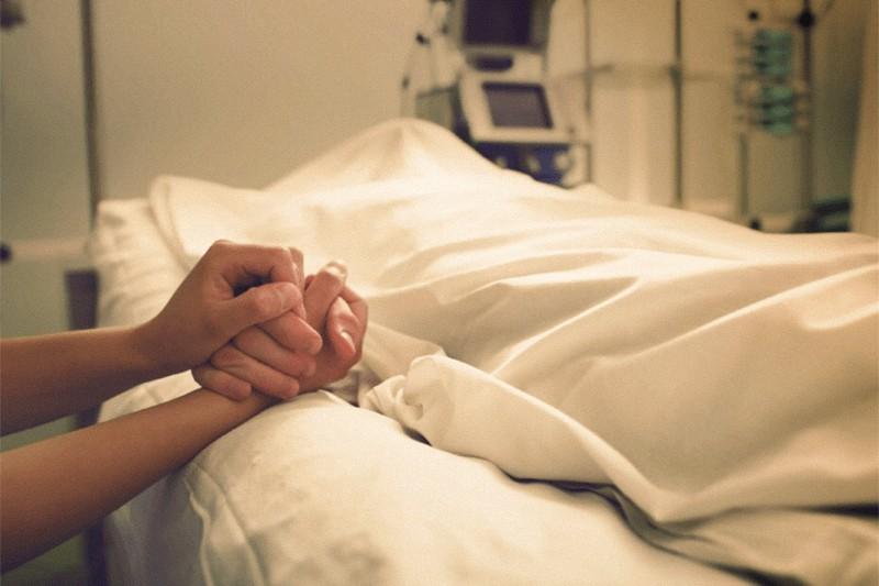 Malato, ospedale, eutanasia