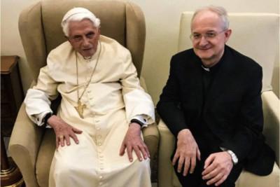 Benedetto XVI incontra mons Livio Melina il 01 agosto 2019 nel mezzo delle controversie all'Istituto GPII